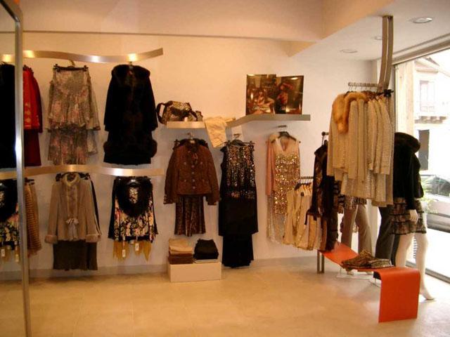 huge selection of c493e 643ba Negozio abbigliamento uomo-donna | Clothing store men-women